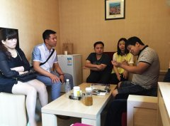 在北京为癌症患者讲述蜂疗技艺